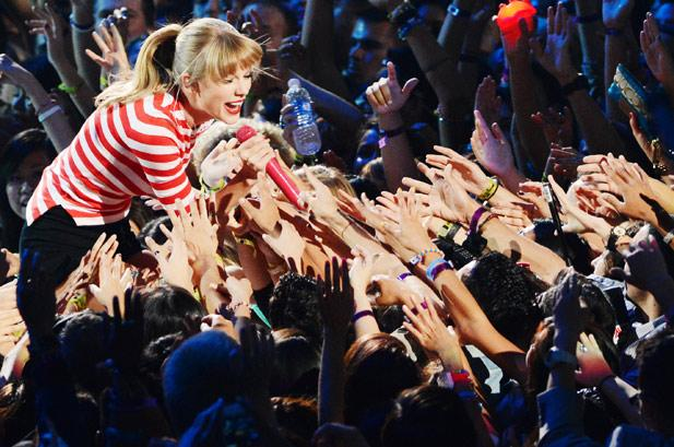 2577559-taylor-swift-perform-vma-show-2012-617-409
